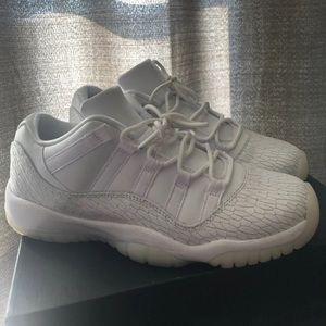 Frost white Jordan 11